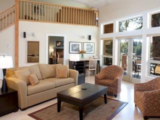 Sunshine Coast Painted Boat Stunning 2 Bedroom + Den Family Villa - Madeira Park vacation rentals
