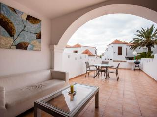 Wonderful relax with large lounge with WIFI, Paraiso Royal - Playa de las Americas vacation rentals