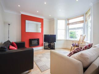 Spacious Townhouse in Newquay with Garage, sleeps 9 - Newquay vacation rentals