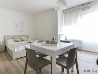 Comfortable 1 bedroom Favaro Veneto Apartment with Internet Access - Favaro Veneto vacation rentals