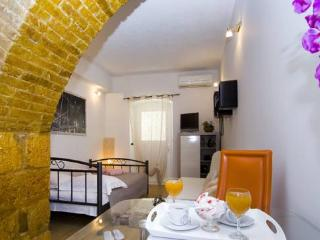 Studio apartment Fani - Split vacation rentals