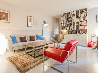 Modern chic n Eiffel Tower - Paris vacation rentals