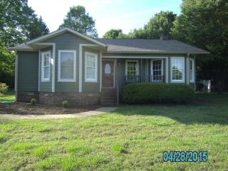 Gorgeous 3 bedroom House in Mooresville - Mooresville vacation rentals