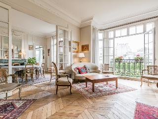 Parisian Chic 200m2 Apartment - Paris vacation rentals