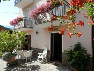 Cozy 2 bedroom Levico Terme Apartment with Internet Access - Levico Terme vacation rentals