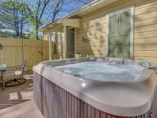 Private patio with hot tub & firepit. Right in downtown with shared pool access! - Fredericksburg vacation rentals