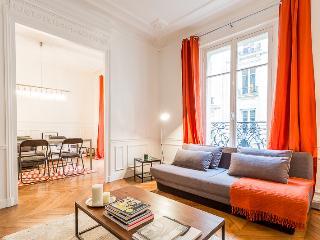 Cosy Champs-Elysées Ternes Flat - Paris vacation rentals