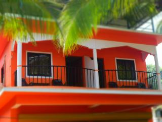 Bright 4 bedroom Guest house in Majorda - Majorda vacation rentals