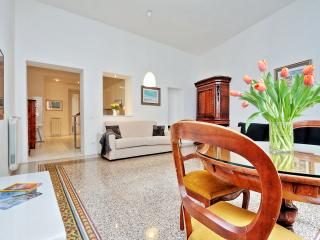 TreasureRome Trevi 2BR - Rome vacation rentals