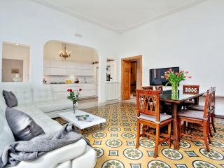 TreasureRome Bohème Deluxe 3BR by Trevi Fountain - Rome vacation rentals