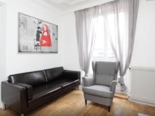 Newly renovated 2bd-Etienne Marcel - Paris vacation rentals