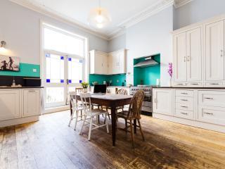 Family Affair - London vacation rentals