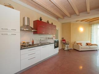 Lovely 3 bedroom Condo in Province of Brescia - Province of Brescia vacation rentals