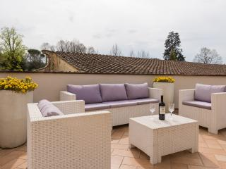 Charming apartment overlooking Boboli Gardens- - Florence vacation rentals