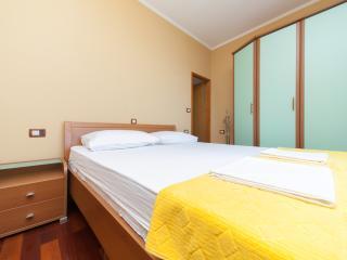 Apartment Roza - double room, balcony & sea view - Mlini vacation rentals
