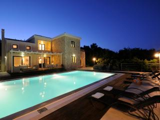 Sunny Villa with Internet Access and A/C - Agios Stefanos NE vacation rentals