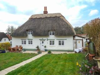 BOX HEDGE COTTAGE, Grade II listed thatched cottage, enclosed garden, Marlborough, Ref 923480 - Marlborough vacation rentals