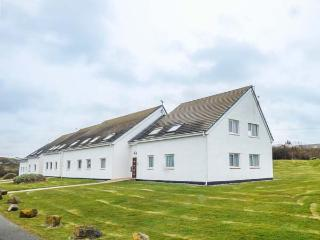 ISALLT LODGE, close to beach, sea views, fantastic walking, Trearddur Bay, Ref 930086 - Trearddur Bay vacation rentals