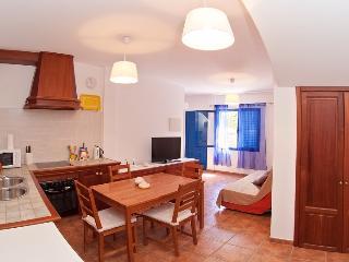 Ground floor apartment in surfers paradise - Famara vacation rentals