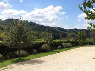 Suggestivo casale tra mari e colli - Morrovalle Scalo vacation rentals