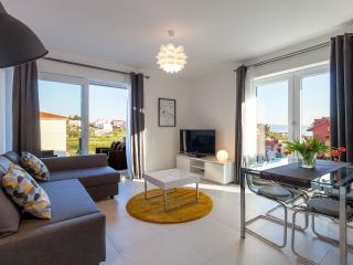 Beautiful 2 bedroom Podstrana Condo with Internet Access - Podstrana vacation rentals