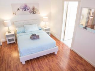 Avocado House- 7 Rooms with 9 Beds and 3 Bathrooms - Los Angeles vacation rentals