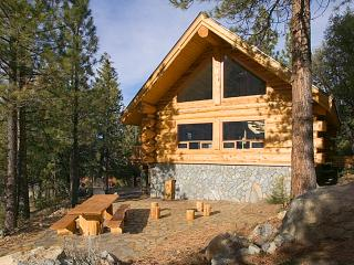 AMAZING Log Getaway Cabin! - Big Bear Alternative - Pine Mountain Club vacation rentals