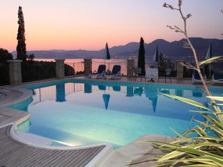 Double bedroom apartment with balcony and pool - Cavtat vacation rentals