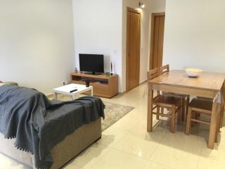 Romantic 1 bedroom Chatillon-sur-Marne Gite with Internet Access - Chatillon-sur-Marne vacation rentals