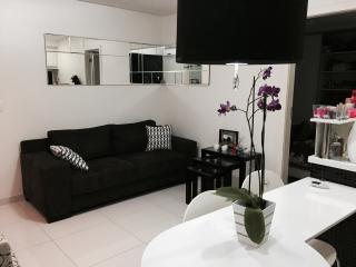 Apart Bem localizado e com serviço de arrumação - Salvador vacation rentals