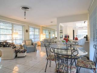 Cozy Private Pool Home 2 Bedroom 1 Bath on Canal - Oakland Park vacation rentals