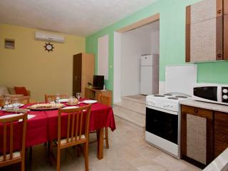TH01950 Apartments Meri / Two bedroom ROGAČ - Vinisce vacation rentals