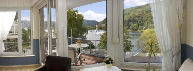 Vacation Apartment in Bullay - 3477 sqft, Apartment directly on the Moselle, our house is just 10 meters… #9376 - Vacation Apartment in Bullay - 3477 sqft, Apartment directly on the Moselle, our house is just 10 meters… - Bullay - rentals