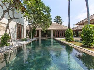 4 BR Villa Private Pool & Jaccuzi 70meter fr Beach - Seminyak vacation rentals