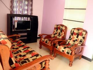 Bright Cottage with Satellite Or Cable TV and Parking in Valparai - Valparai vacation rentals