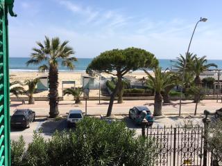 Nuovissimo monolocale  prima fila mare, centrale - Tortoreto Lido vacation rentals