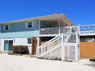 10 Center Terrace - Just One Block From The Beach - FREE Wi-Fi - Tybee Island vacation rentals