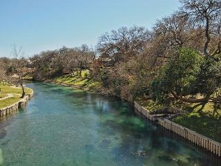 Waterfront Condo on the Comal River. - New Braunfels vacation rentals