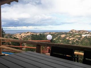 Appartamento bilocale con vista mare - Liscia di Vacca vacation rentals
