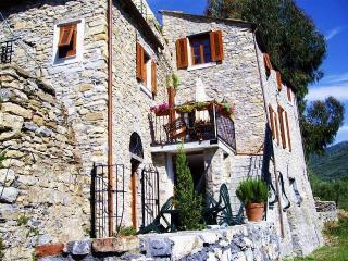 """""""La Tana"""" Vacanze nell'antico Mulino - San Bartolomeo al Mare vacation rentals"""