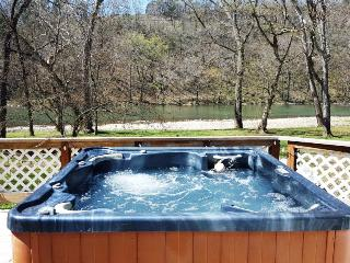 The Jive - Relax in the Hot Tub overlooking the river! - Luray vacation rentals
