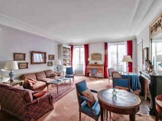 Authentic and luxury apt managed - Paris vacation rentals