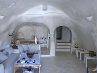 Nice 3 bedroom Cave house in Emporio - Emporio vacation rentals