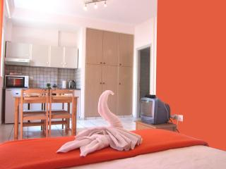 ECONOMIC STUDIO IN HEART OF CRETE B10 - Heraklion vacation rentals