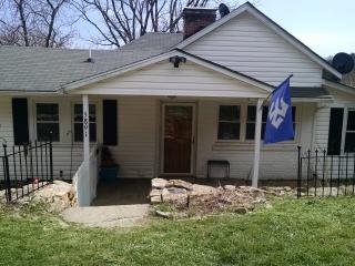 2 bedroom House with Hot Tub in Lexington - Lexington vacation rentals