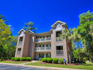 Reduced Fall Rates! Relaxing 2BR Pawleys Island Condo w/Wifi, Patio & Beautiful Living Space - Overlooks the Magnificent True Blue Golf Plantation! - Pawleys Island vacation rentals