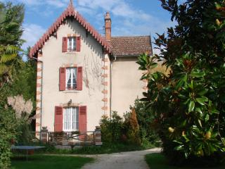 5 bedroom House with Internet Access in Sauveterre-la-Lemance - Sauveterre-la-Lemance vacation rentals