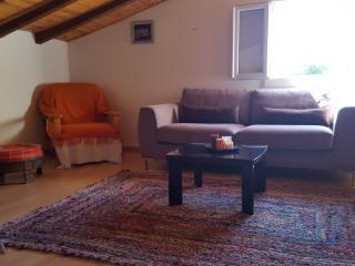 F2 mansardé indépendant dans villa - Ajaccio vacation rentals