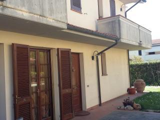Appartamento piano terra con giardino - Calcinaia vacation rentals