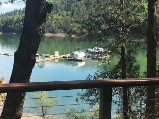 "LAKEFRONT...""Best house on Shasta"" - Lakehead vacation rentals"